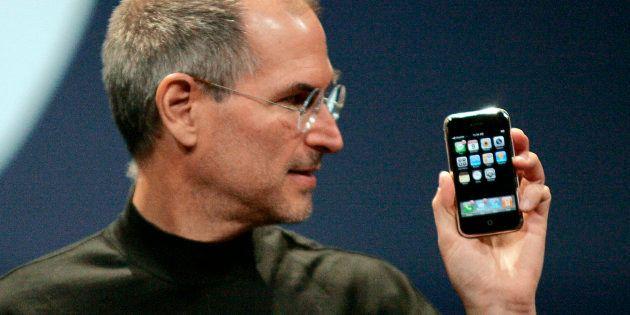 Steve Jobs en la presentación del primer iPhone en San Francisco, California, el 9 de enero de 2007....