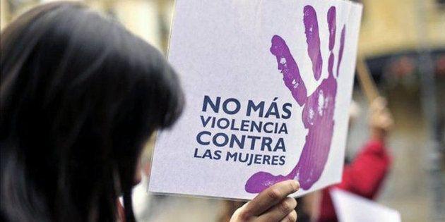 Imagen de una mujer en una protesta contra la violencia
