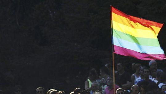 Miles de personas participan en la marcha del Orgullo Gay