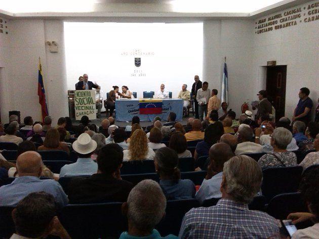 Encuentro vecinal contra la Asamblea Constituyente que propone