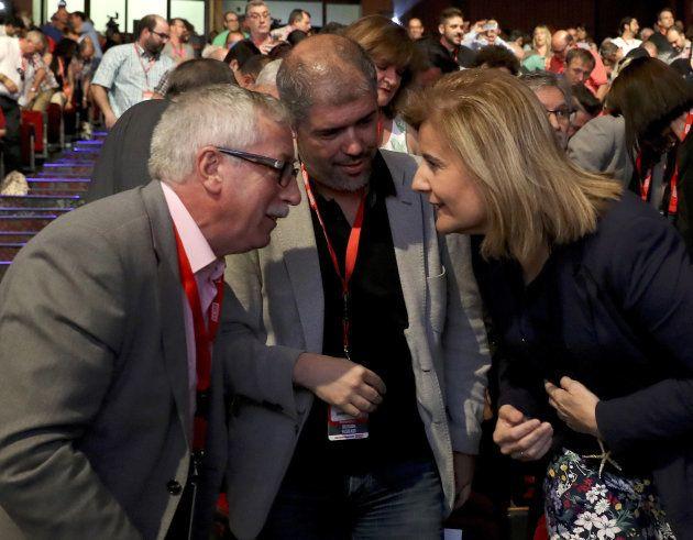 Unai Sordo e Ignacio Fernández Toxo, con la ministra de Empleo, Fátima