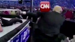 Trump la lía en Twitter al compartir un vídeo en el que le da una paliza -literal- a la