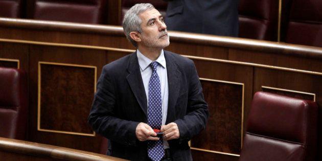 Llamazares pide que IU se aleje de Podemos por