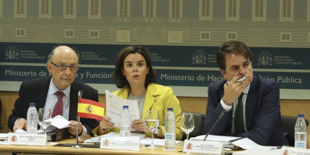 La vicepresidenta del Gobierno, Soraya Sáenz de Santamaría; el ministro de Hacienda, Cristóbal Montoro...