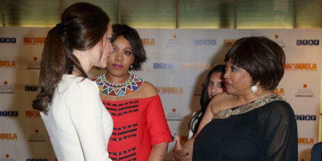 Dos hijas de Mandela se enteran de su muerte en el estreno de la película sobre 'Madiba' en