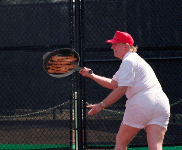 Uno de los montajes con la foto de Trump jugando al