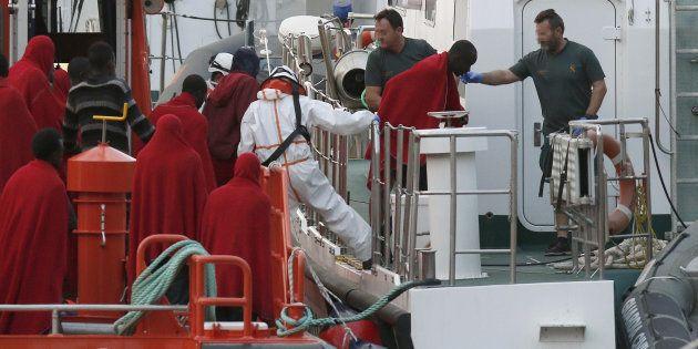 Llegada al puerto de Almería de 33 inmigrantes rescatados por Salvamento Marítimo el pasado 25 de