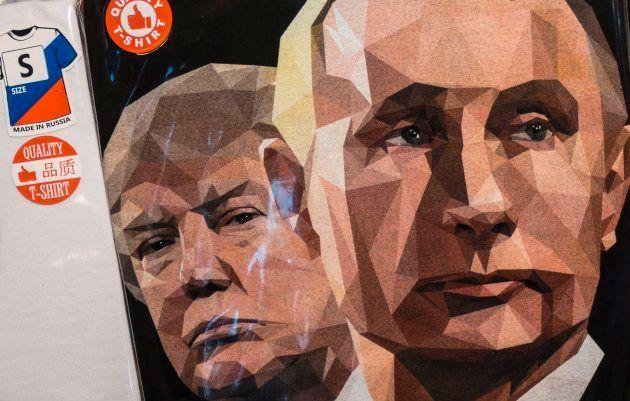 Pintura con los rostros de Trump y