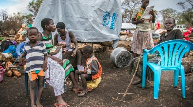 Esther Juru con su familia. Salieron de Kajo Keji (Sudán del Sur) cuando comenzó el