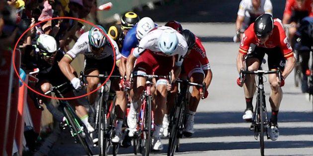 Sagan, expulsado del Tour de Francia por tirar de un codazo a