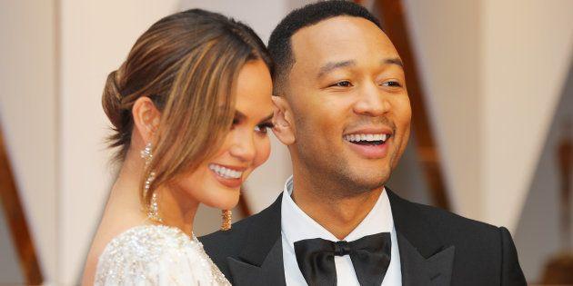Chrissy Teigen y John Legend en los Oscar de