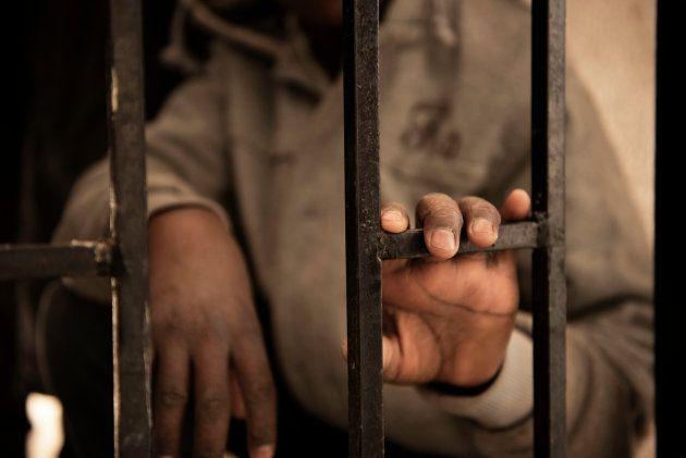 Issa, un niño de 14 años en un centro de detención en Lybia en enero de