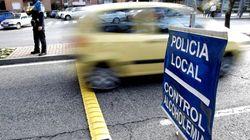 Cárcel para un motorista borracho que se sacó los genitales cuando los agentes le dijeron