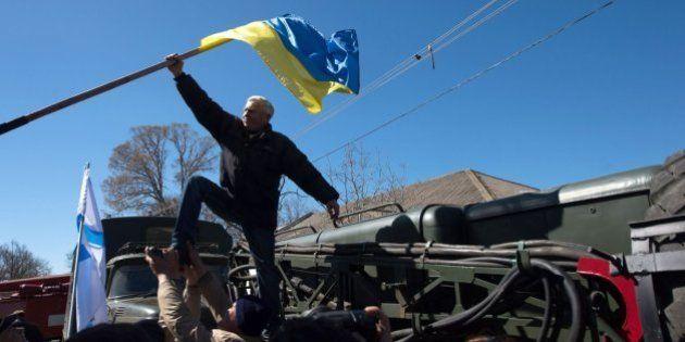 Fuerzas rusas toman el control de bases ucranianas clave en