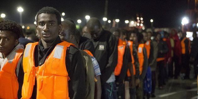 GRA432. MOTRIL (GRANADA), 05/07/2017.- Llegada de las sesenta y cinco personas de origen subsahariano,...