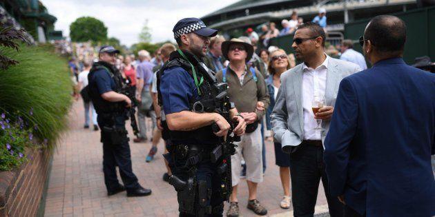 Policías británicos durante la celebración de un evento deportivo el día 3 de julio de 2017. / AFP PHOTO...