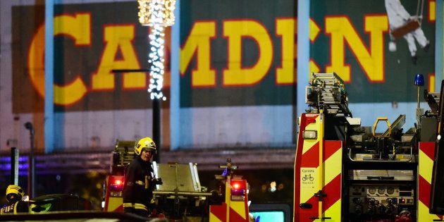 Un incendio arrasa un edificio del mercado londinense de Camden, sin