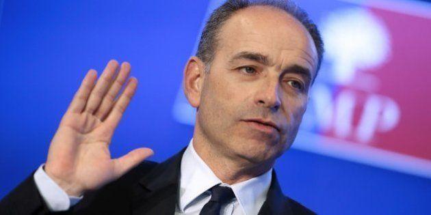 El presidente de la UMP dimite por el escándalo que salpica a