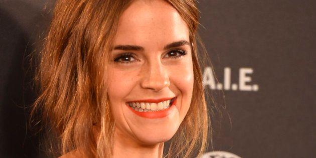 Emma Watson esconde un centenar de libros en el metro de