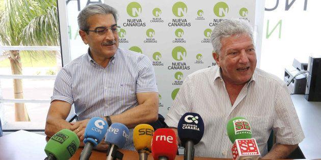 El presidente de Nueva Canarias, Román Rodríguez (izquierda) y el diputado de este partido Pedro Quevedo,...