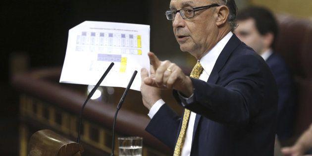Cristóbal Montoro, ministro de Hacienda y Administraciones Públicas, durante su intervención en el pleno...