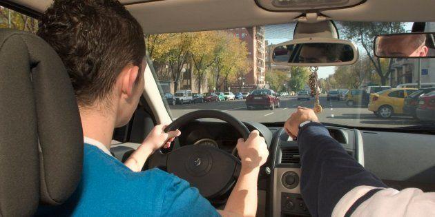 La decisión de los examinadores de tráfico que te afecta si te estás sacando el