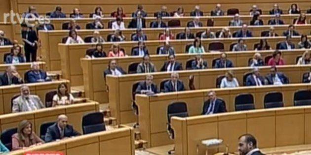 El Gobierno no defiende la ley de abdicación en el Senado y solo asisten 4