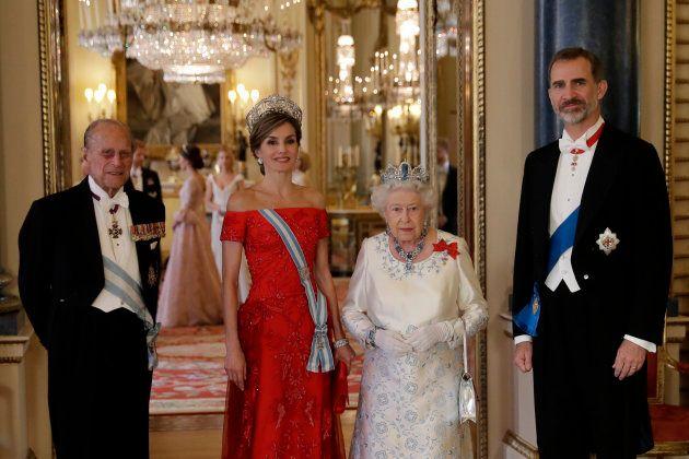 Los reyes de España con Isabel II y Felipe de Edimburgo... y Catalina de Cambridge