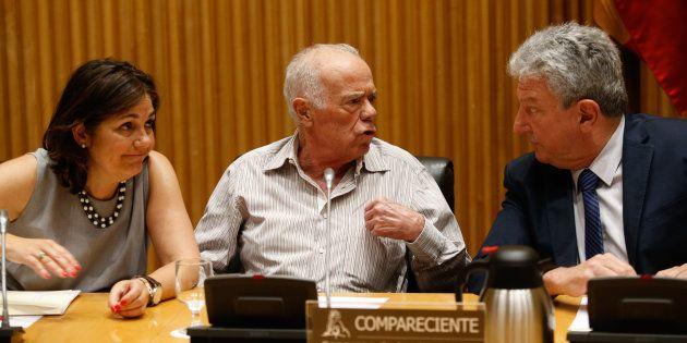 Rosendo Naseiro (centro) asiste a la comisión de