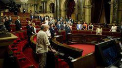 Un Parlament casi vacío guarda un minuto de silencio por Miguel Ángel