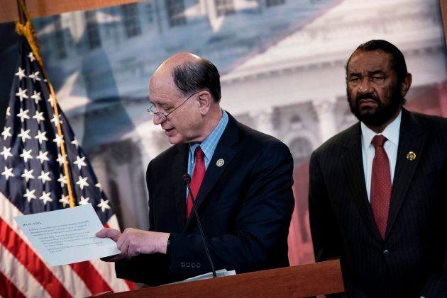 El demócrata Brad Sherman presenta el impeachment contra Donald