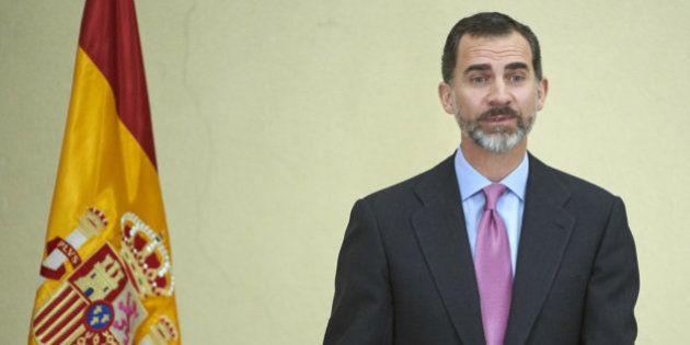 Felipe VI se baja el sueldo un 20% al