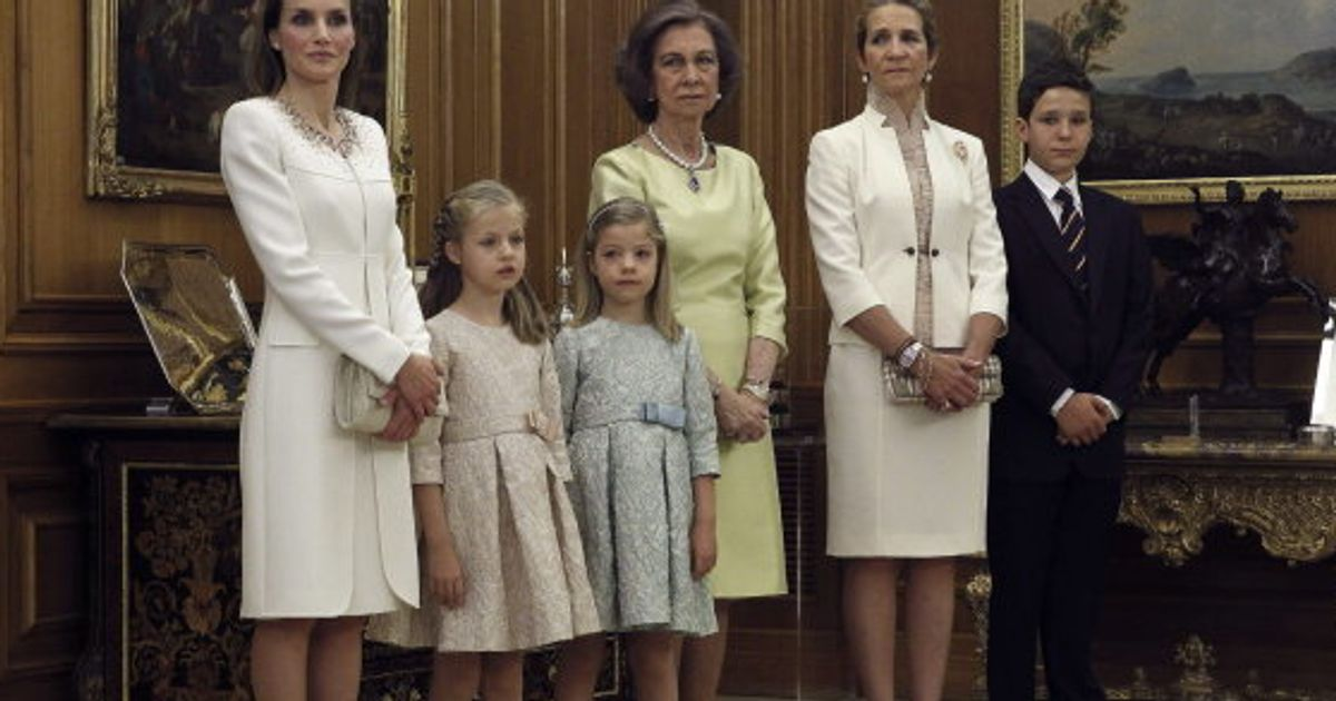 6966c26b8 Reina Letizia  vestido en la coronación de Felipe VI (FOTOS)