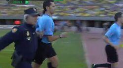 El Córdoba sube a Primera... y el árbitro tiene que salir corriendo con la Policía