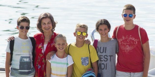 La reina Sofía posa con sus nietos en Palma de Mallorca: ¿quién