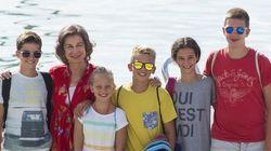¿Quién falta en el posado de la reina Sofía y sus nietos en Palma de