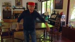 El deshollinador de 'Mary Poppins' tiene 89 años y sigue bailando igual de bien