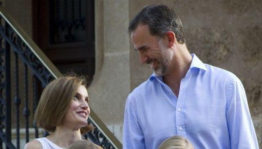 Ya están aquí: Felipe, Letizia y sus hijas posan en