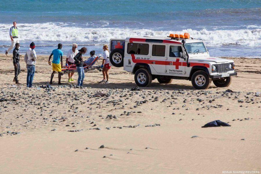 Una veintena de inmigrantes, aislados en una playa de Canarias durante horas por miedo al