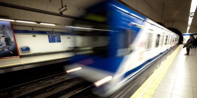 Indignación por el corte de una línea del Metro de Madrid en hora
