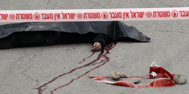 Un vídeo muestra a un soldado israelí disparando en la cabeza a un palestino ya abatido en