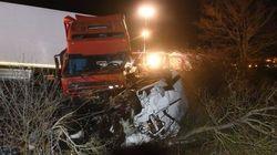 Al menos 12 muertos en un choque entre un autobús y un camión en