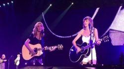 Taylor Swift canta el 'Smelly Cat' en directo con Lisa Kudrow, Phoebe en 'Friends'