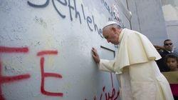 El papa Francisco ofrece su
