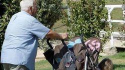 Más de la mitad de los abuelos en España ayuda a sus hijos por la