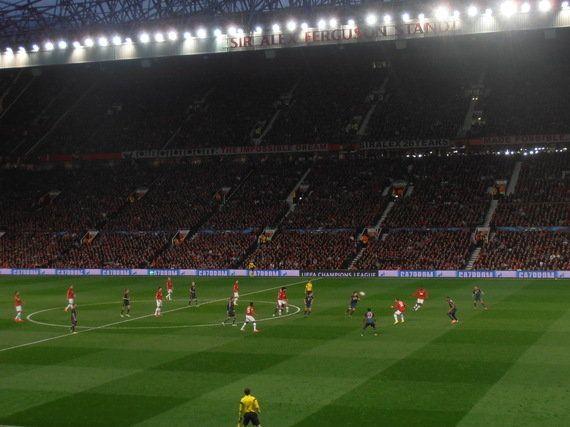 El orgulloso Manchester United resiste el acoso del