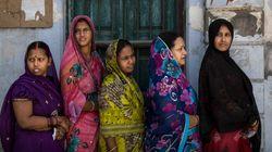 Dos indias, condenadas a ser violadas y paseadas