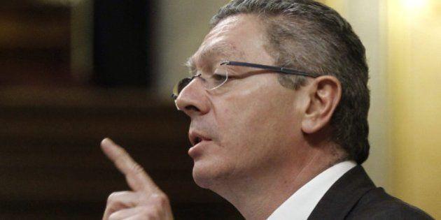 El Gobierno dice que indultó a un guardia civil hijo de un concejal del PP sin saber quién