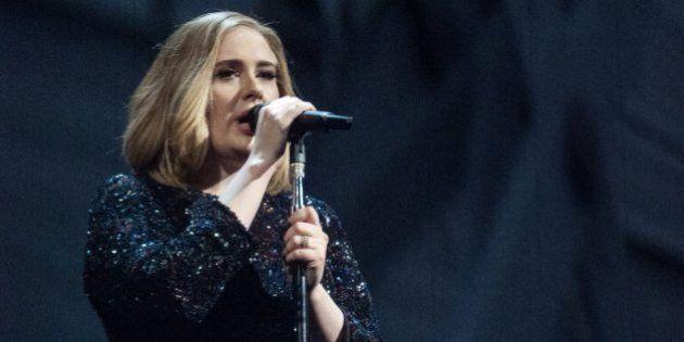 Adele tiene un mensaje para los que presionan a las madres para que den el