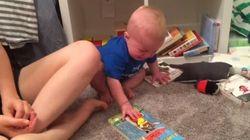 A este bebé le gustan tanto los libros que llora cada vez que se termina el cuento